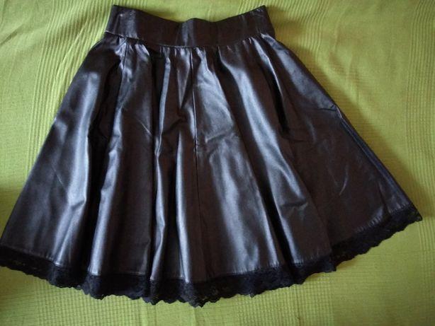 Rozkloszowana spódnica z ekoskory r 36