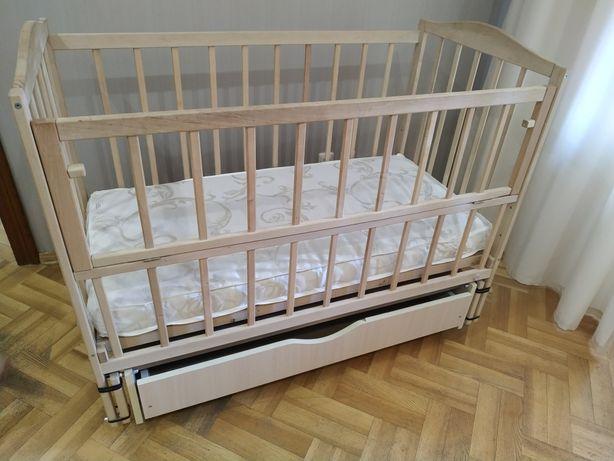 Детская кроватка 0-3 г с ортоматрасом, маятником, ящиком, на колесиках