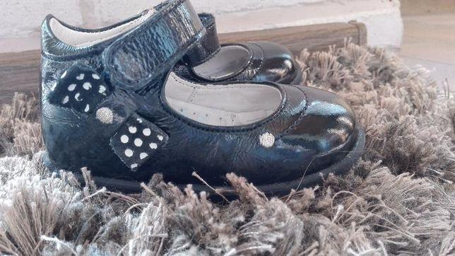 Sprzedam buciki r.19