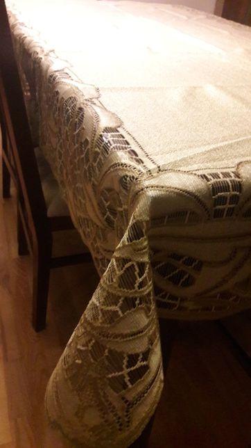 Żakardowy obrus oliwka perła 140 x 250 serweta beżowa
