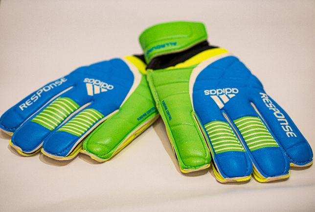 Вратарские перчатки футбольные Adidas