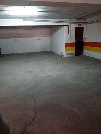 Arrenda-se lugar de garagem (junto à Rua Luciano Cordeiro)