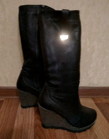 Кожаные женские сапожки 38 размер