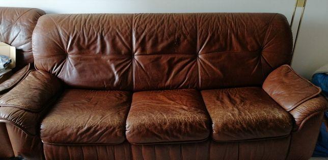 Sofá-cama e poltrona em pele para restauro