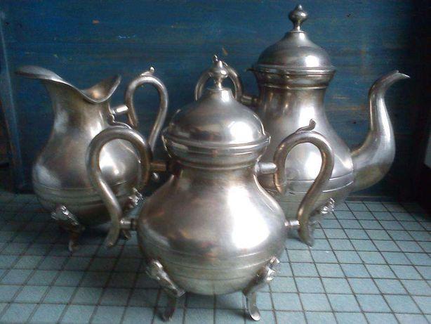 Serviço de chá vintage de três peças em muito bom estado