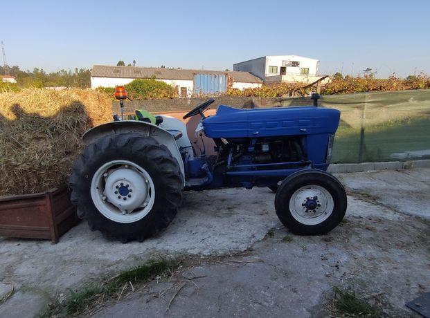 Vendo ou troco Trator ford
