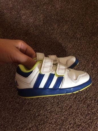 Продам кроссовки adidas 23 размер