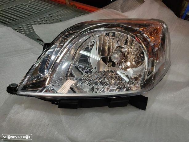 Farol Esquerdo Peugeot Bipper Citroen Nemo Fiat Fiorino Qubo 520635920 Otica Optica Esquerda Esq