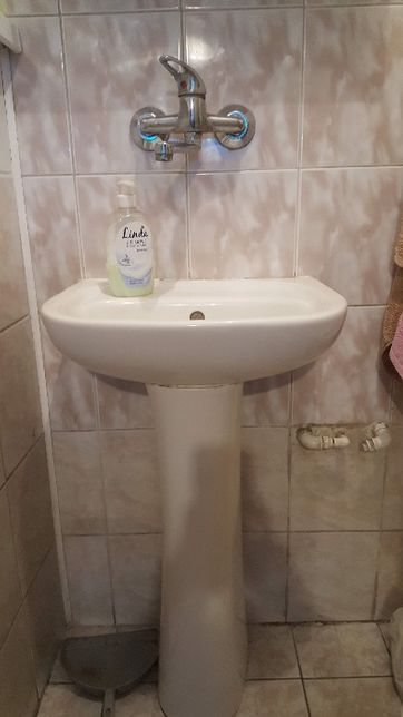 zlew łazienkowy z nogą biały
