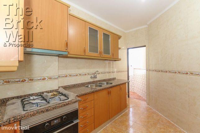 Apartamento T2 remodelado no Sobralinho
