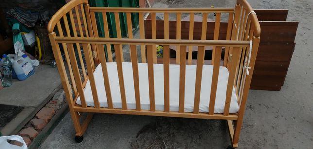 Продам детскую деревянную кроватку (матрас в комплекте)