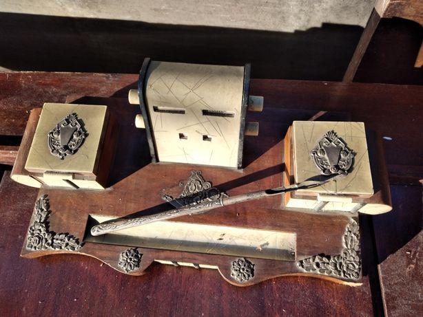Tinteiro antigo com caneta