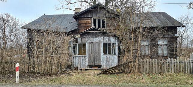 Stary drewniany dom do rozbiórki
