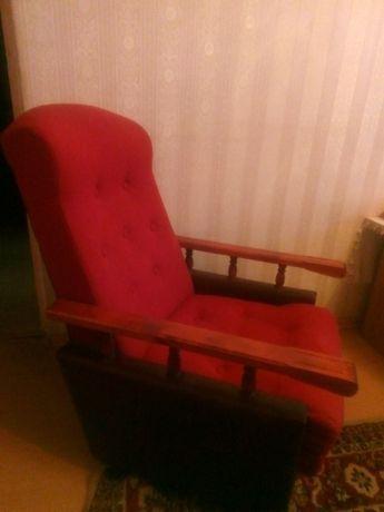 Dwa fotele i dwie pufy i stolik