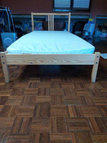 Cama madeira com colchao