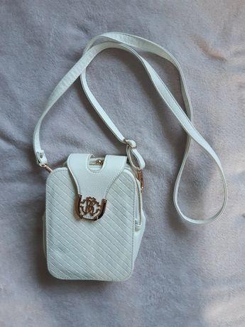 Mała biała torebka zapięcie zatrzask złote dodatki