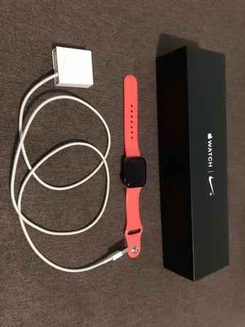 Продам Apple watch Nike series 4 40 mm
