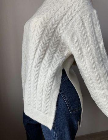 Женский белый свитер универсальный
