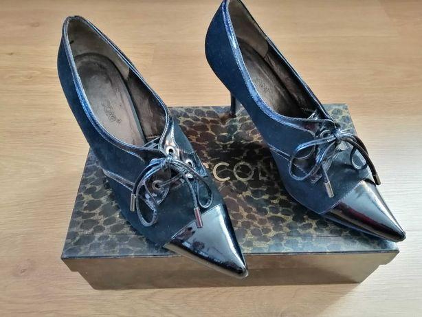 Продаю туфельки классического типа