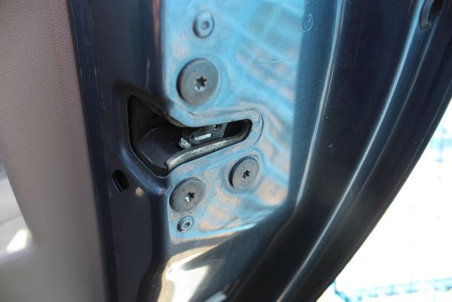 Zamek drzwi prawy tył Renault Clio rok 2005 Europa