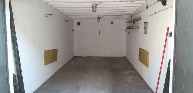 Garaż magazyn z fakturą