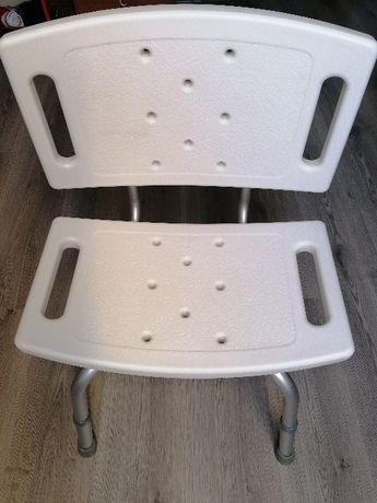 krzesełko prysznicowe z oparciem dla osoby starszej