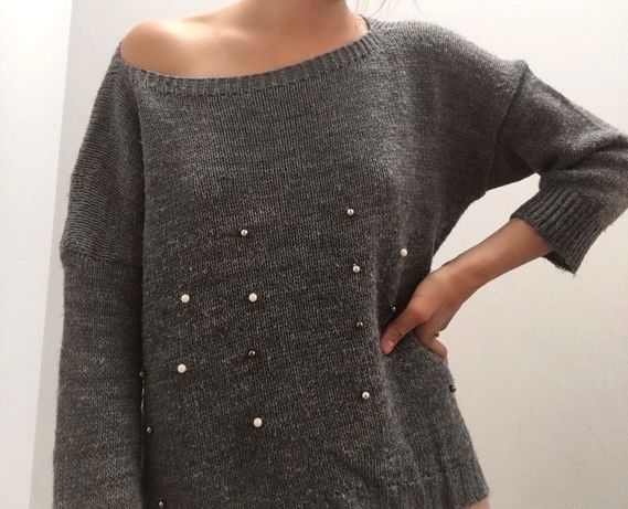Luźny sweterek z perełkami