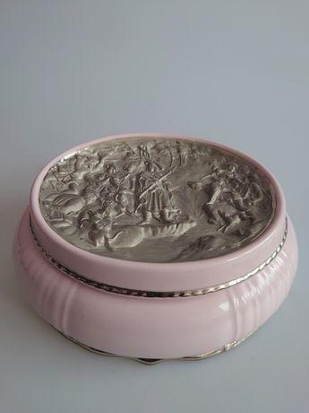 Piękna porcelanowa Bombonierka reliefy