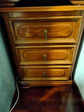 Mesas de Cabeceira de madeira