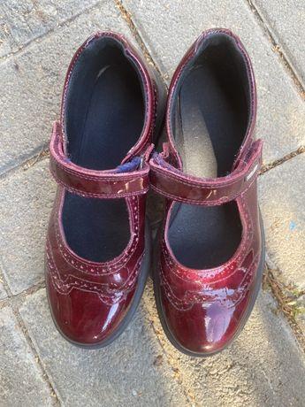 Продам туфли на девочку 33 р