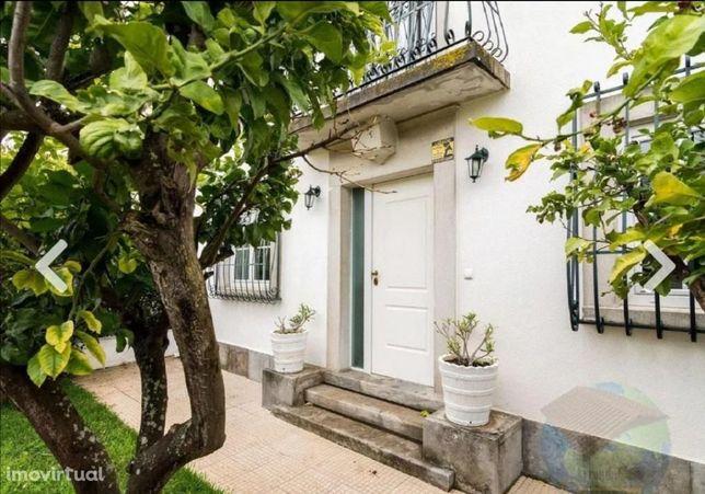 Moradia T3+1 Triplex com Jardim - Restelo/Belém