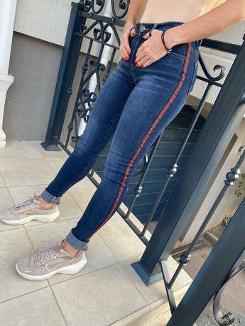 Распродажа.Модные джинсы