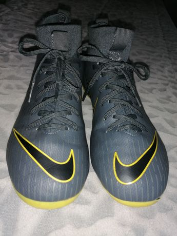 Chuteiras Nike Tam. 32