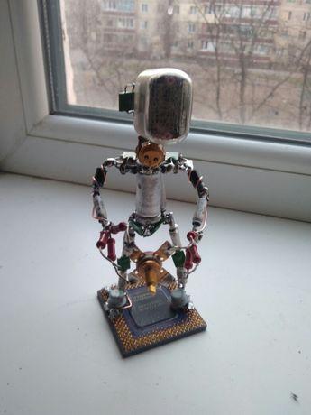 статуэтка из радио диталей