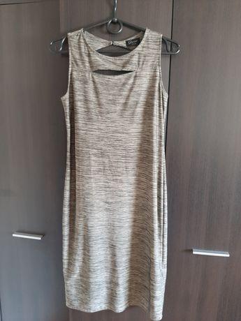 Szara sukienka ołówkowa z rozcięciem na dekolcie