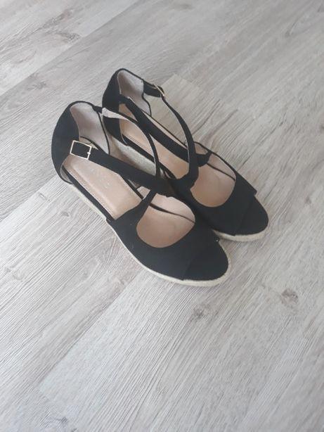 Buty, sandałki na koturnie