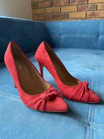 Червоні замшеві туфлі лодочки