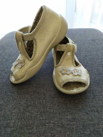 Kapcie, sandałki dla dziewczynki, rozmiar 24