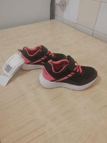 Продам новые кроссовки детские