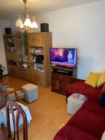 Arrenda - se um Apartamento T4 no Vale da Moreira 700 Euros por mes