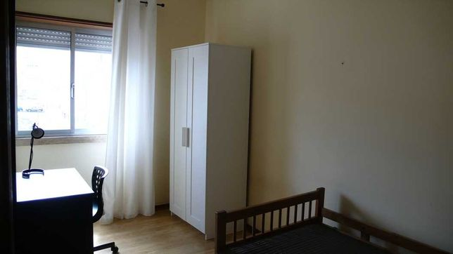 Aluga-se quarto em Alvalade a rapariga