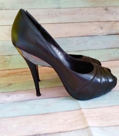 Продам женские туфли 35 размер