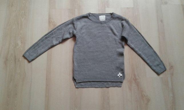 Szary sweterek srebrna nitka 134