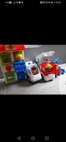 Pojazdy samochody ekipa ratunkowa i figurki