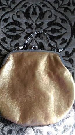 Złota portmonetka, torebka z łańcuszkiem