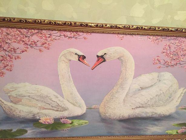 Шикарная картина с лебедями