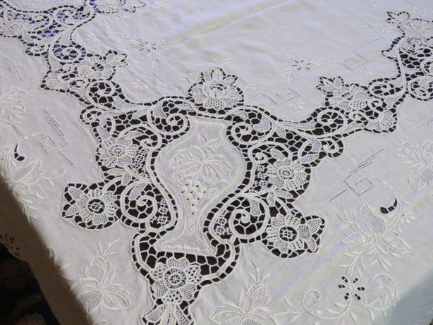 Toalha em linho, bordado da Madeira