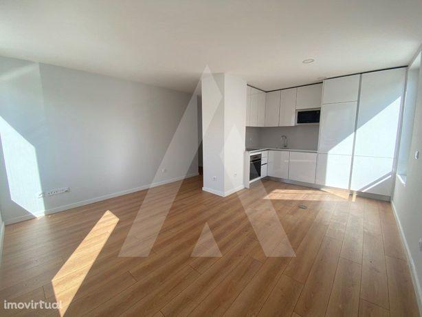 Apartamento T1 novo, no centro de Esgueira