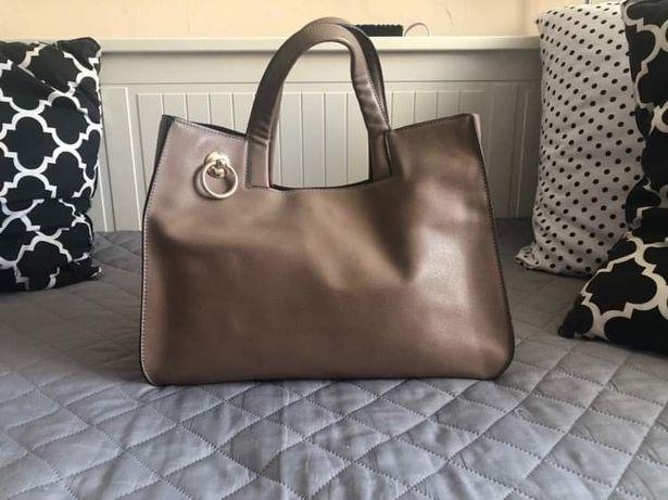 Bezowa torebka w rękę