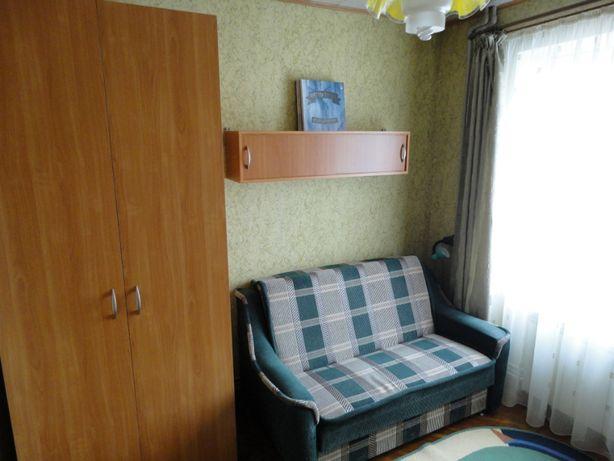 Продам мебель в отличном состоянии стол,шкаф,тумба